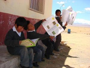 Copia-de-Niños-aymaras-de-la-comunidad-de-Umabamba-Cojata-en-la-frontera-con-Bolivia
